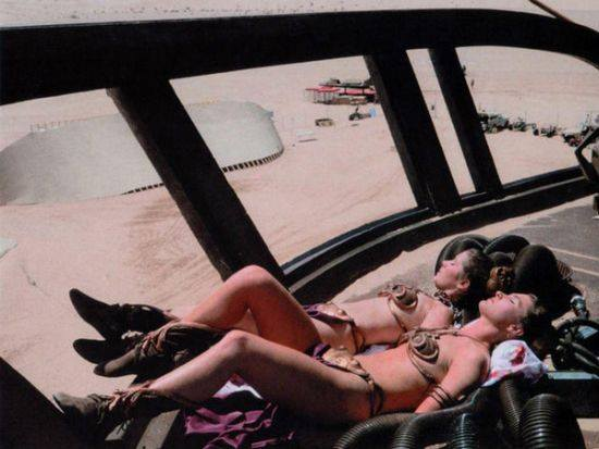 Carrie Fisher and her Princess Leia Body Double sun-bathing on the set of Return of the Jedi